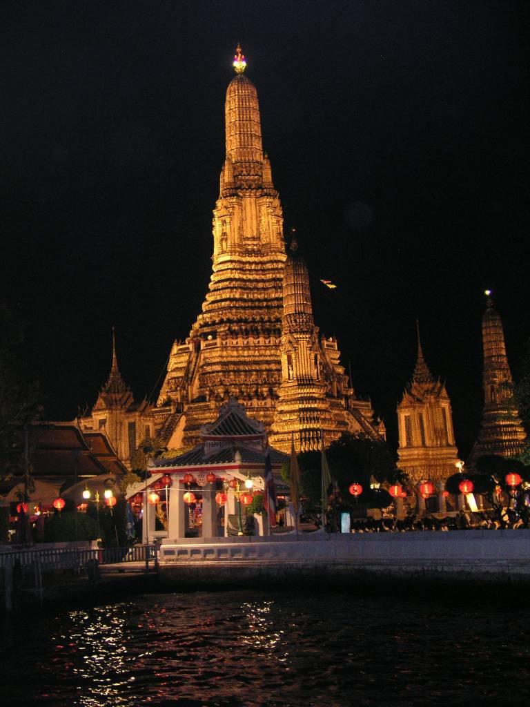 Bangkok, abendliche Bootsfahrt auf dem Chao Phraya