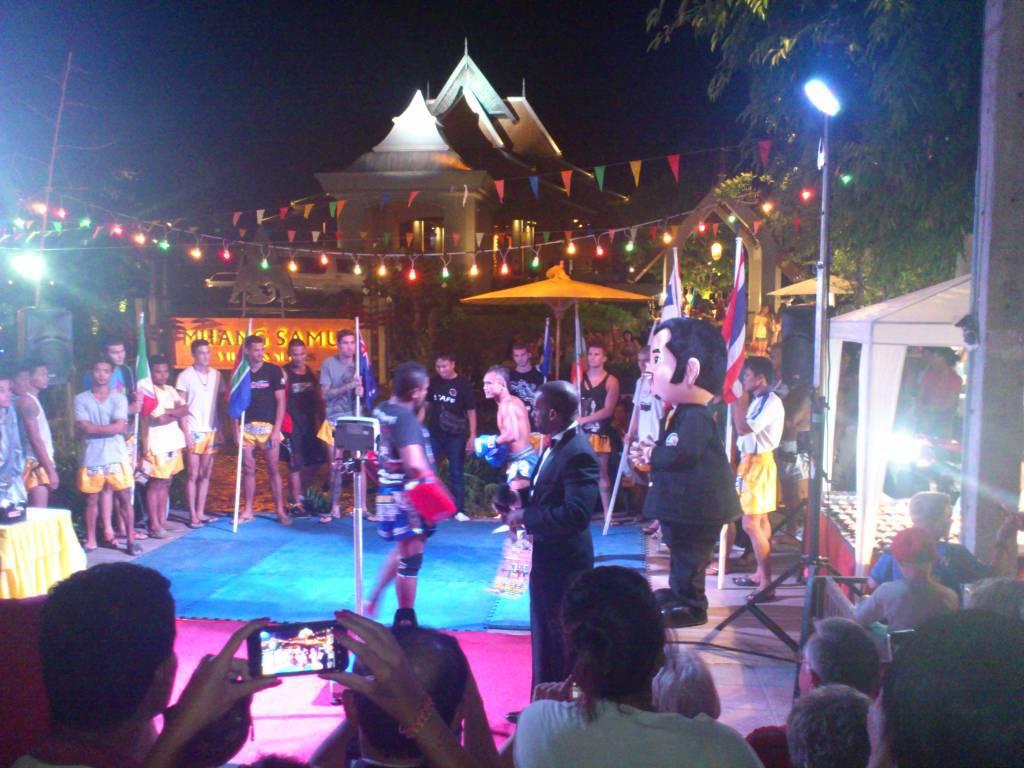 Ko Samui, Choeng Mon Beach, Straßenunterhaltung Kickboxen