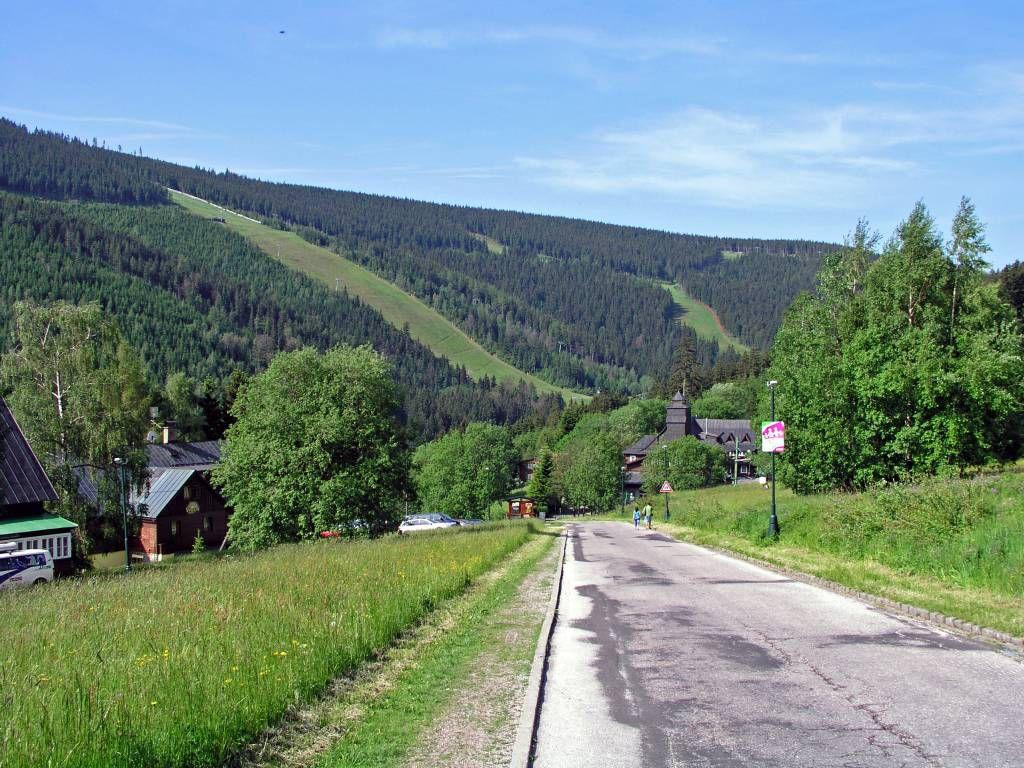 Spindlermühle, Hotel Olmypie, Weg in den Ort
