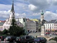 Trautenau, Marktplatz mit Rathaus und Denkmal Josef II.