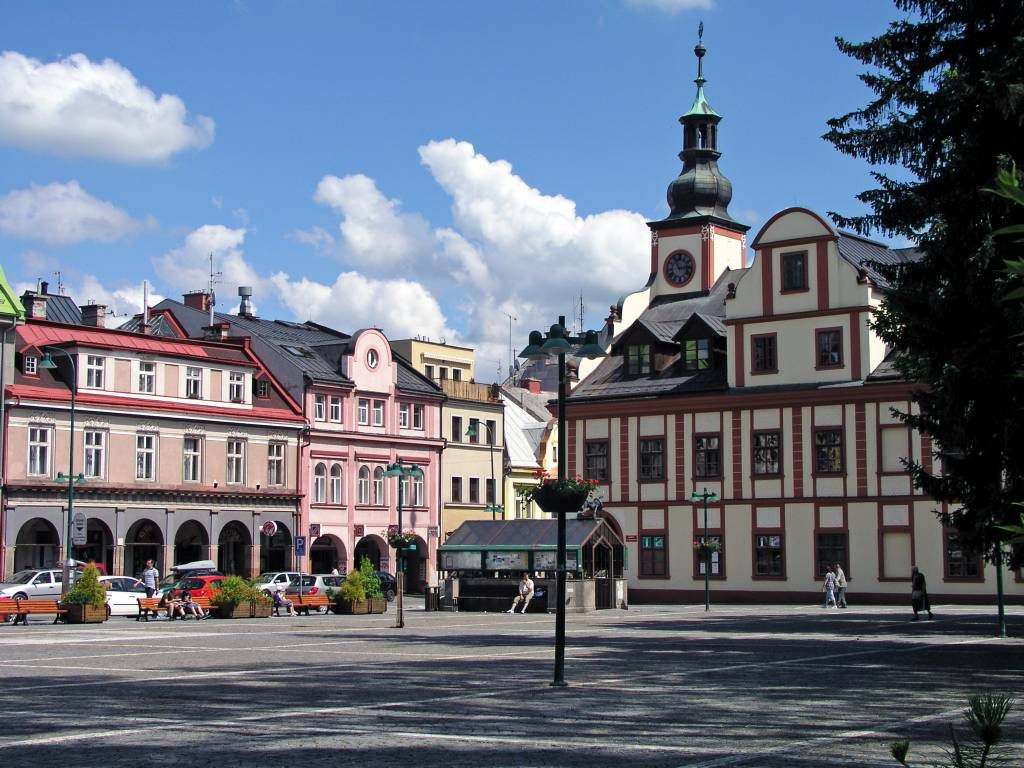 Hohenelbe, Gebäude im Zentrum, Touristinformation