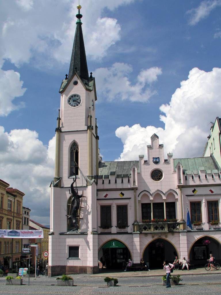 Trautenau, Marktplatz mit Rathaus