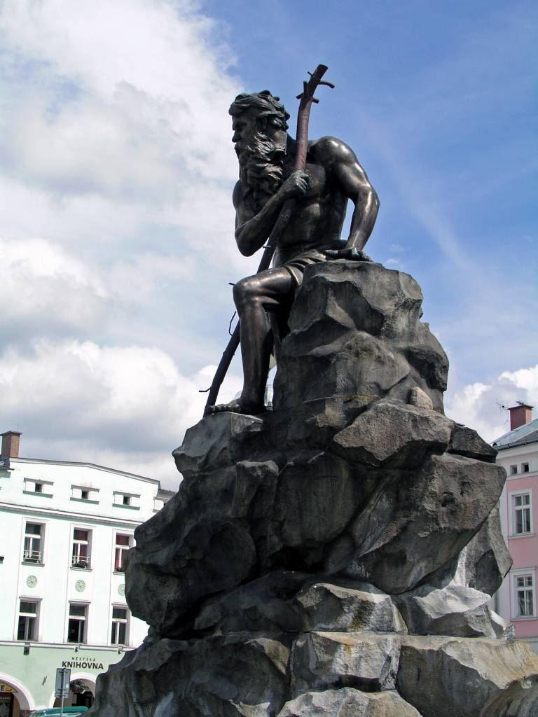 Trautenau, Marktplatz mit Rübezahlbrunnen