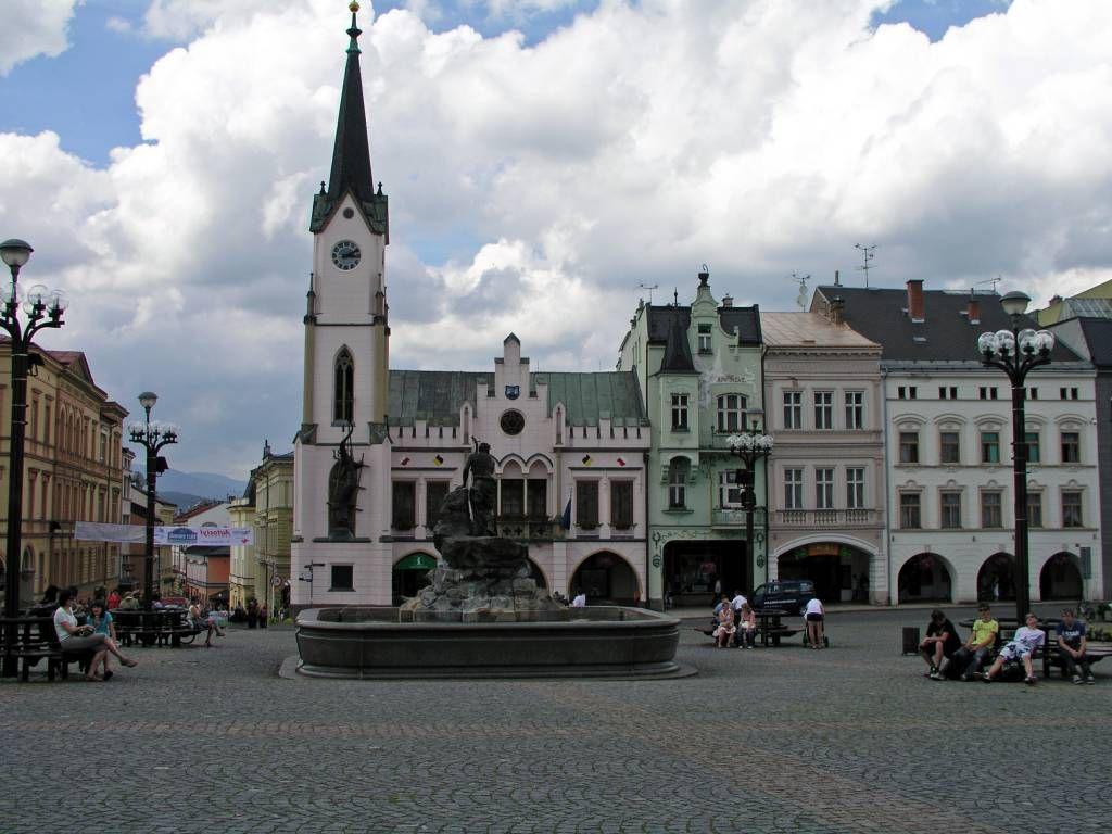 Trautenau, Marktplatz mit Rathaus und Rübezahlbrunnen