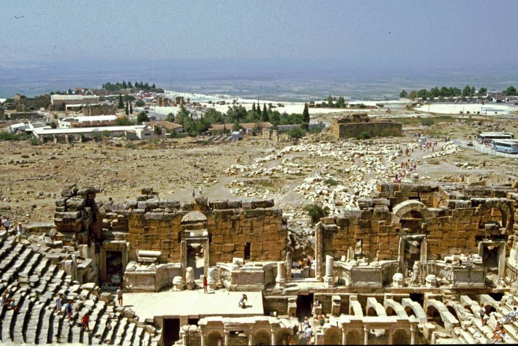 Hierapolis, Römische Ausgrabungen, Theater, Blick auf Pamukkale