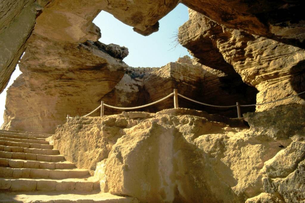 El Haouaria, Grotte