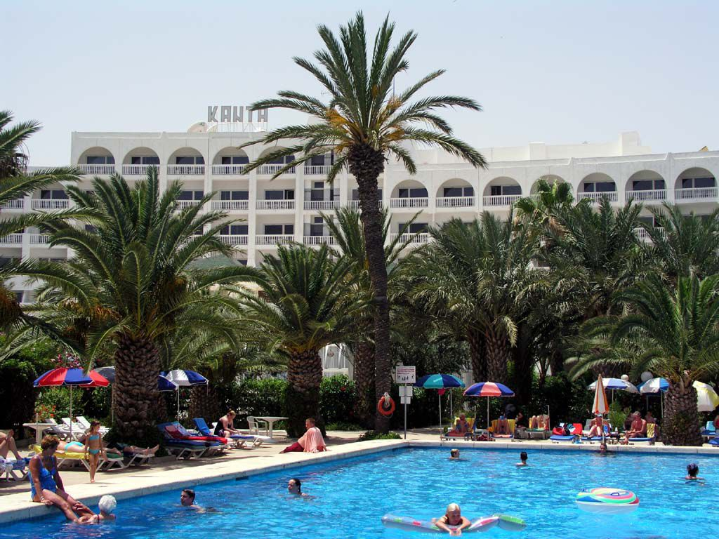 Garten / Pool des Hotel Kanta