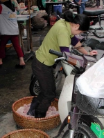 Fleischbearbeitung in Hanoi einmal anders