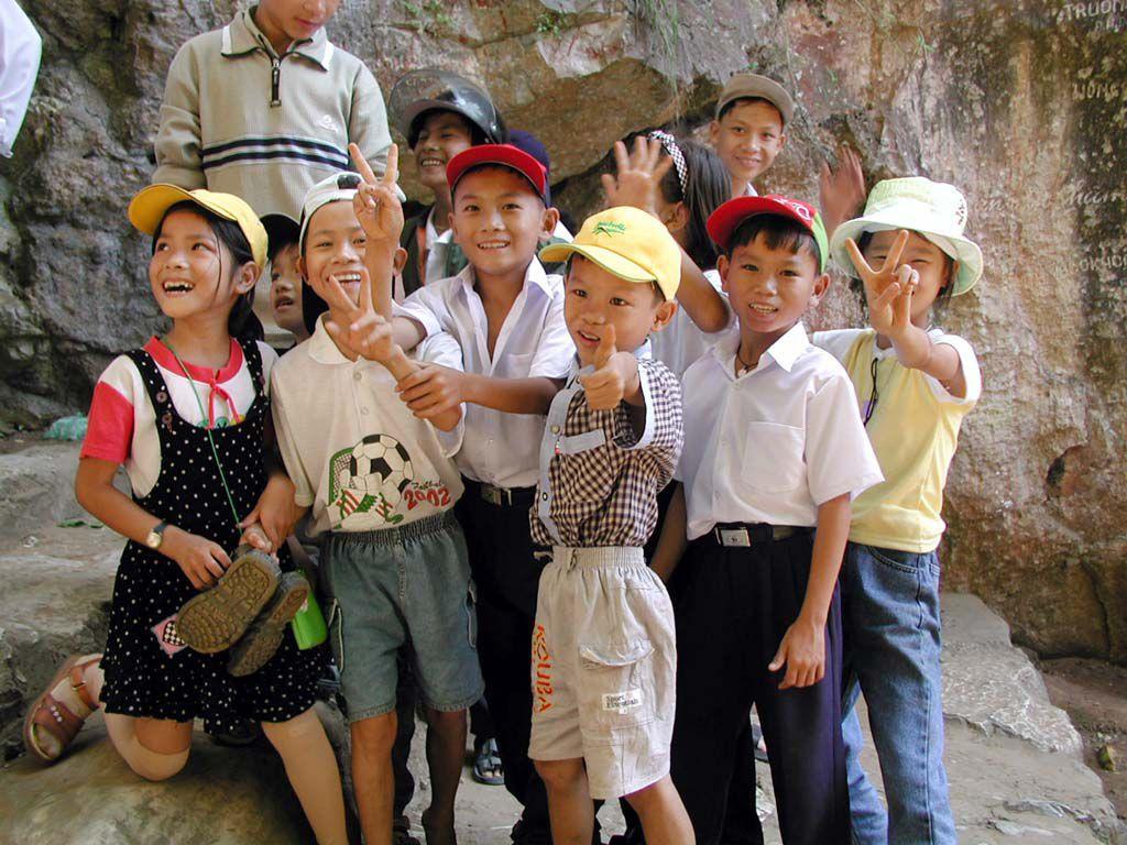 Kinder auf dem Marmorberg nahe Danang / Da Nang