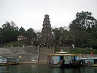 Die 21 m hohe Pagode des Tempels der Himmelsmutter / des Chua Thien Mu in Hue