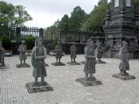 Statuen am Grab des Kaisers Khai Dinh nahe Hue