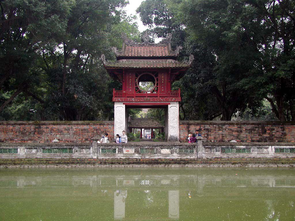 Eingang zum Literaturtempel Van Mieu in Hanoi / Ha Noi