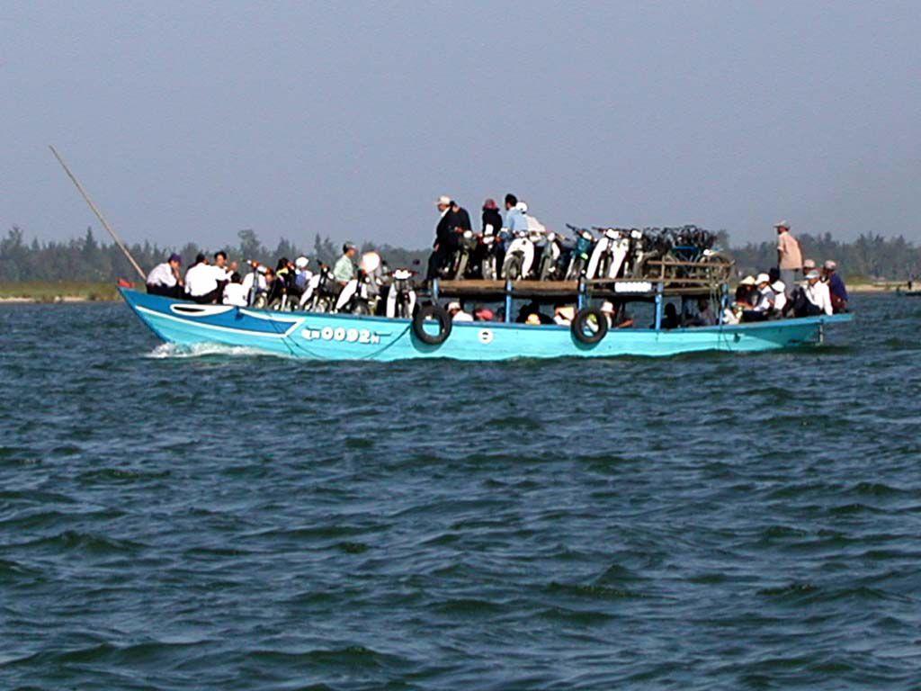 Fähren, hier bei Hoi An, sind gut gefüllt