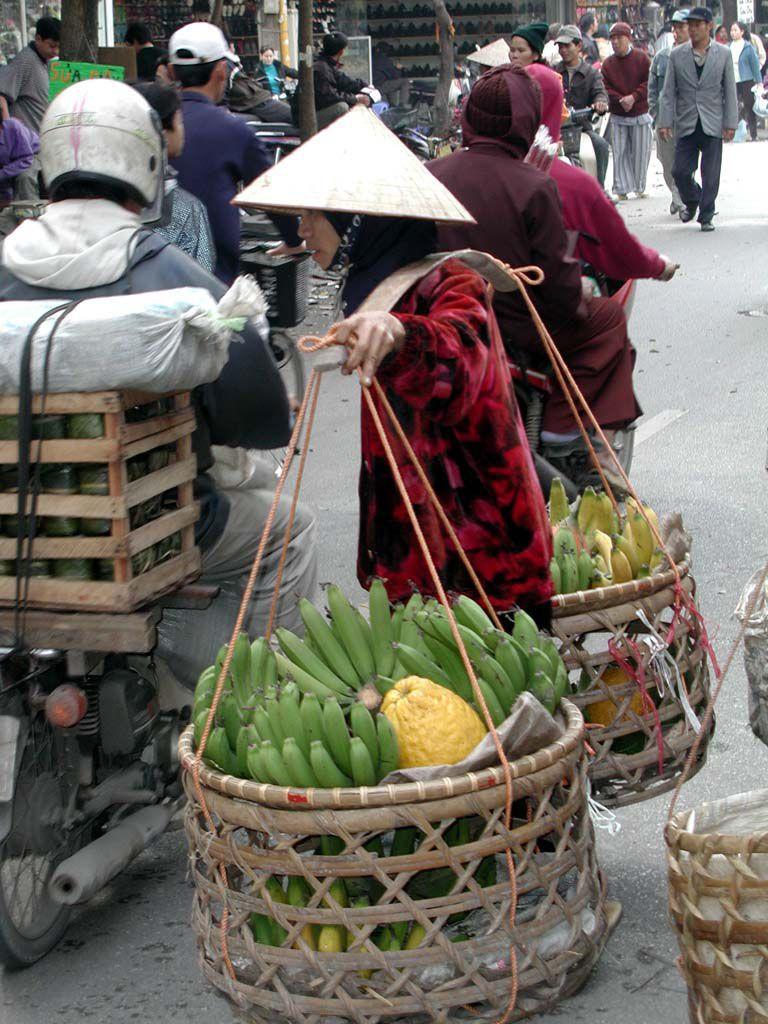 So trägt man Lasten, hier in Hanoi / Ha Noi