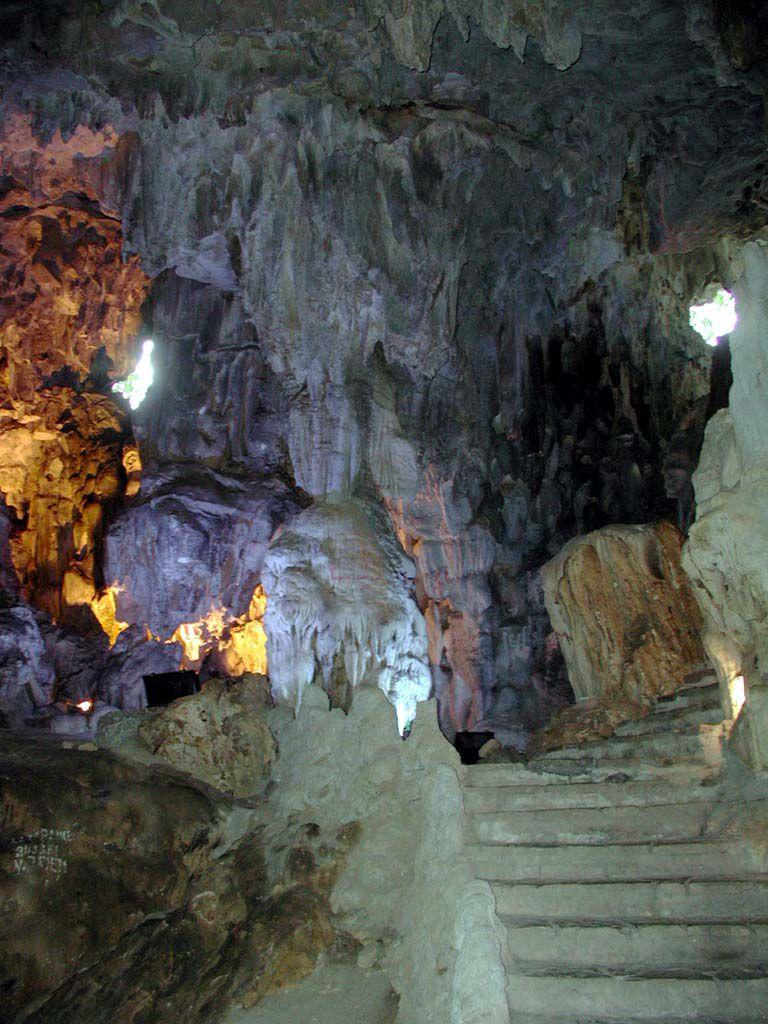 In der Grotte der Wunder, der Hang Dau Go, in der Halong Bucht