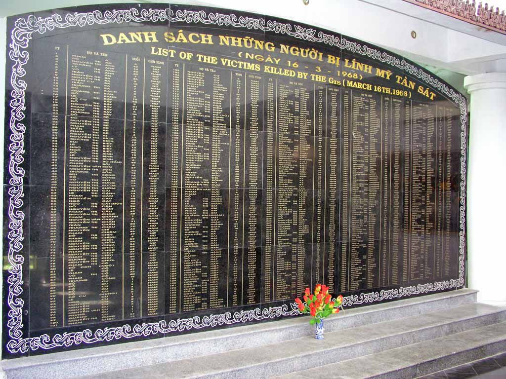 Son My (My Lai), Gedenktafel für die Opfer des Massakers