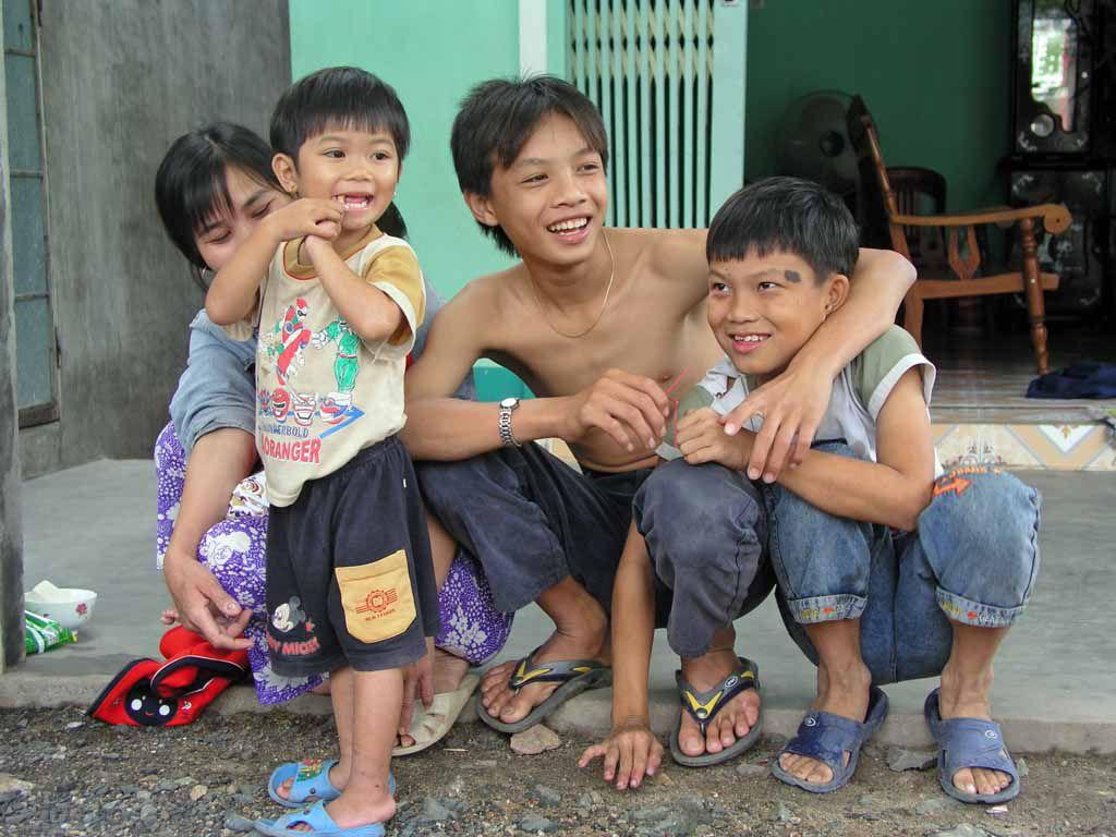Song Cau, Kinder