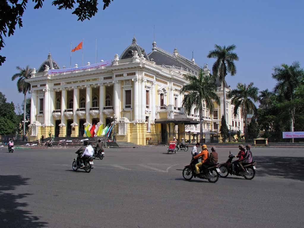 Hanoi, Oper
