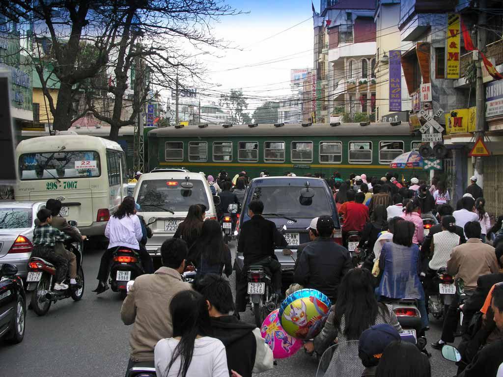 Hanoi, Bahnübergang in der Innenstadt