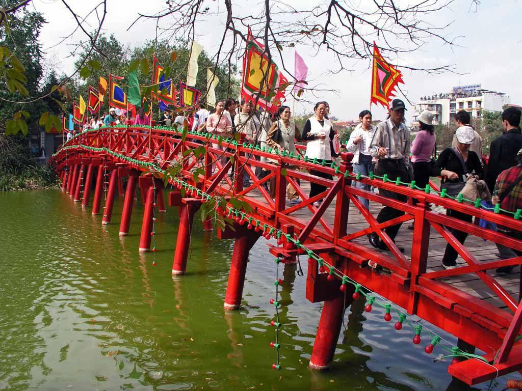 Hanoi, Brücke der aufgehenden Sonne (Huc)