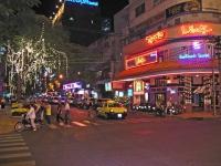 Saigon, die Dai Lo Hai Ba Trung Straße bei Nacht