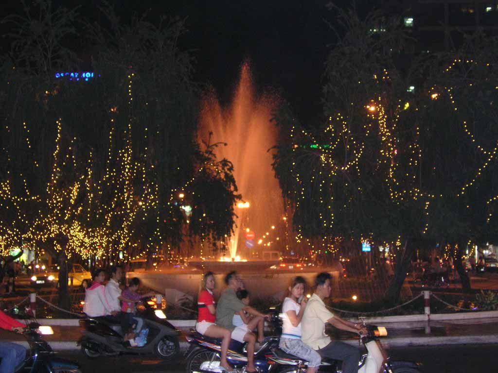 Saigon, Platz vor dem Rex Hotel bei Nacht