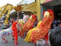 Saigon, chinesische Tanzgruppe vor dem Bin Tay Markt