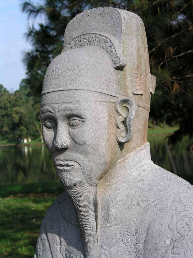 Hue, Wächterstatute vor der Grabanlage von Minh Mang