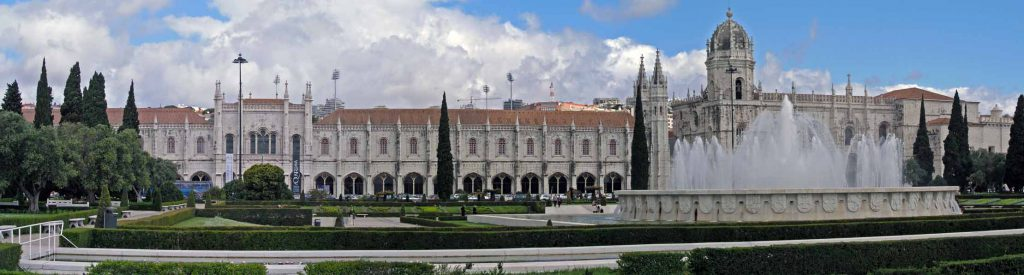 Blick auf den Praca do Império in Belém mit der Klosterkirche Santa Maria und dem archäoligischen Nationalmuseum