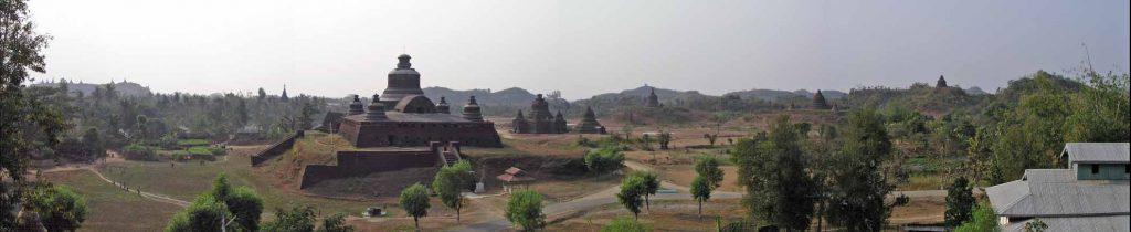 Panoramablick über Mrauk U von der Shit-Thaung-Pagode in Richtung der Htuk-Kant-Thein bzw. Dukkan-Thein-Pagode