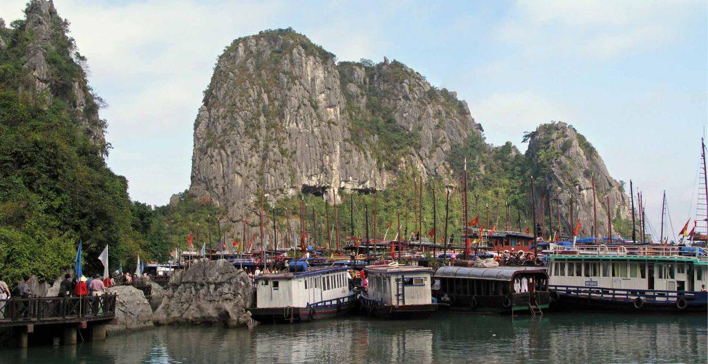 Halong Bucht, Panoramabild vor der Grotte der Wunder, der Hang Dau Go
