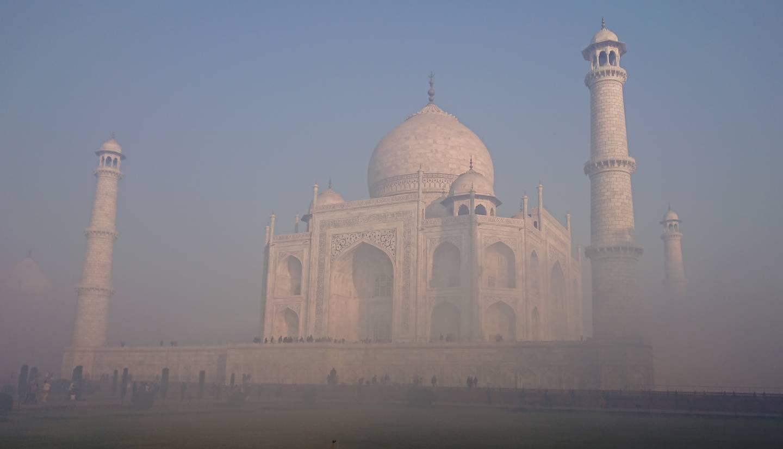 Agra, Taj Mahal im Nebel