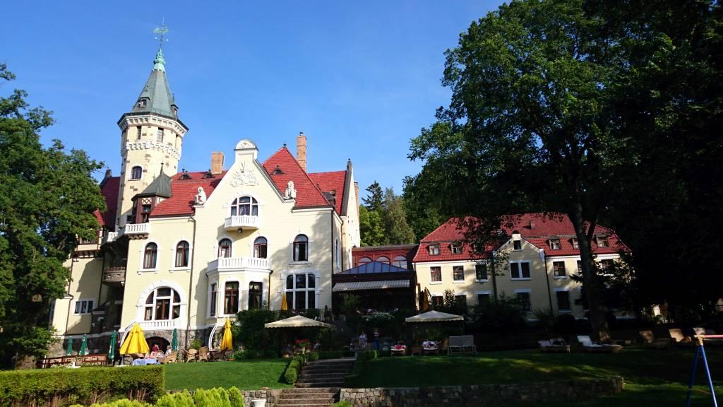 Streckenthin / Schwessin (Strzekęcino / Świeszyno), Hotel Bernsteinpalast, Gebäude