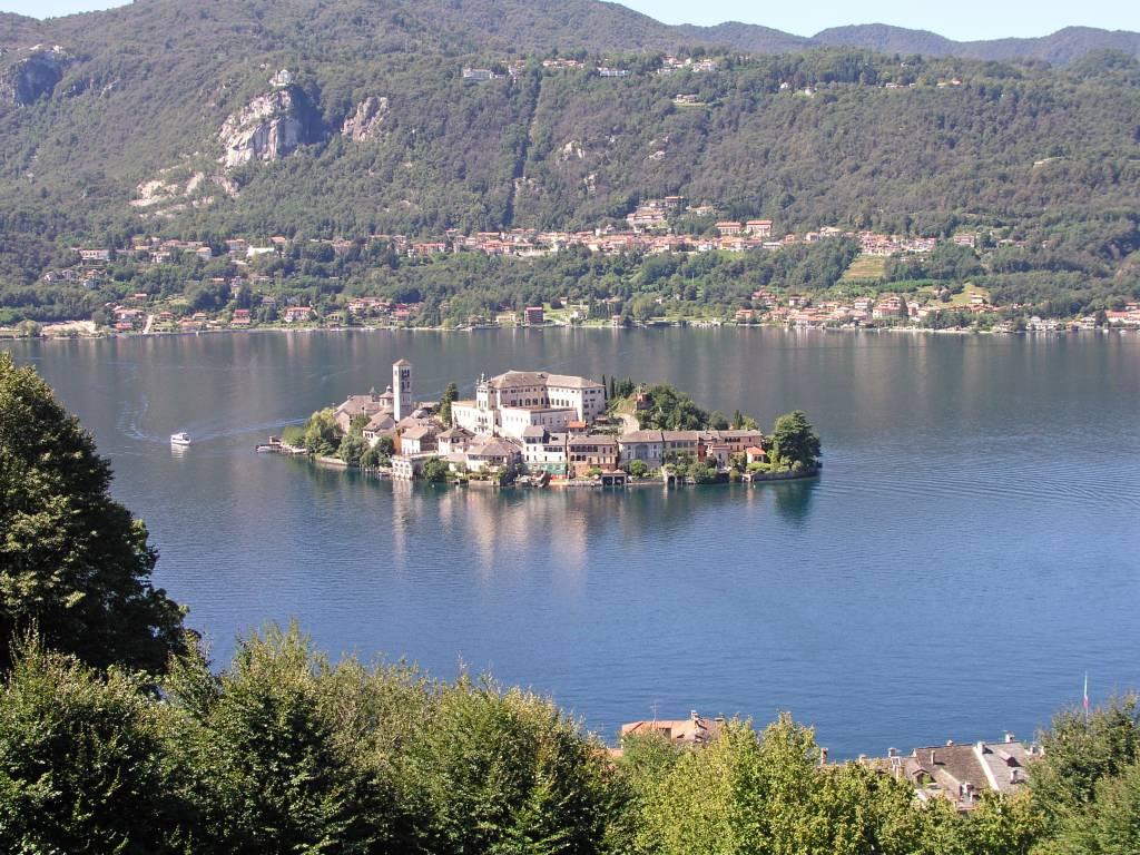 Orta San Giulio, Blick auf den Orta See mit Insel