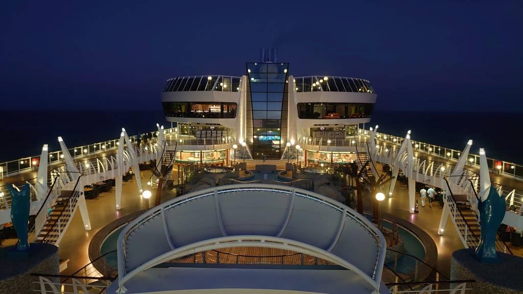 MSC Splendida, auf Deck am Abend